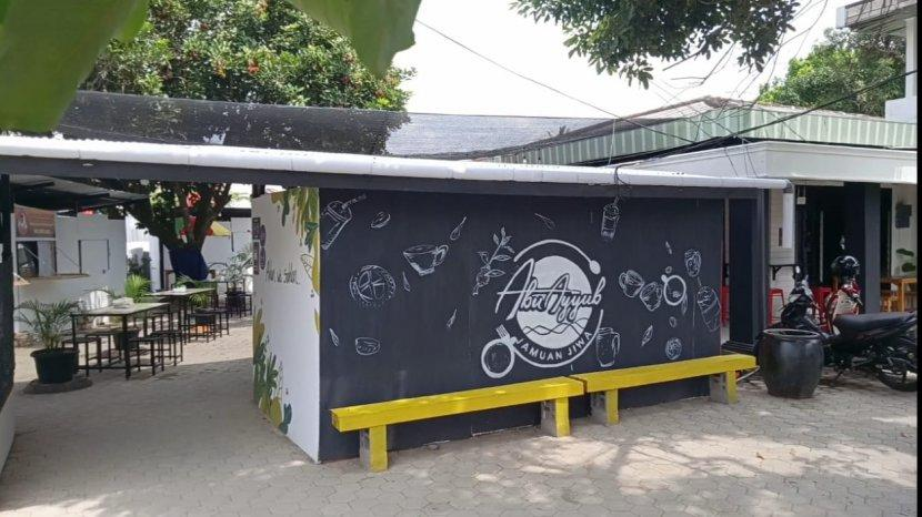 Abu Ayyub Cafe di Kota Jambi, Hadirkan Cafe Berkonsep Syari Hingga Bebas Pengunjung Memetik Rambutan