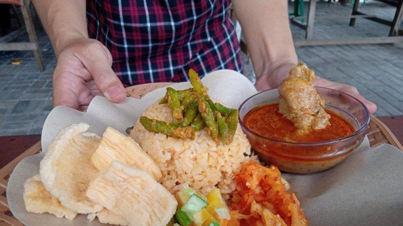 Tribunners Suka Dengan Nasi Minyak? Coba Deh Cicip di Kedai Milik Deo