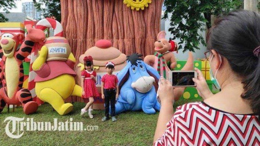 Rayakan Nataru Dimasa Pandemi, Warga Surabaya Dekorasi Rumahnya Menyerupai Tokoh Kartun Disney