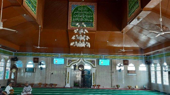 Kondisi dalam Masjid Besar Al Hidayah atau yang populer disebut Masjid Pancasila di Kota bangko, Kabupaten Merangin