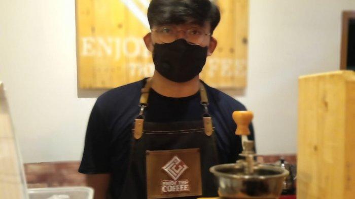 Berawal Dari Garasi, Doni Berhasil Menyulapnya Hingga Menjadi Mini Coffee Shop Yang Dicari Konsumen