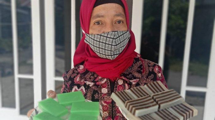 Harganya Murah, Kue Tradisional Milik Sunifa Makin Berkembang Setelah Gabung ke UPPKA Mawar