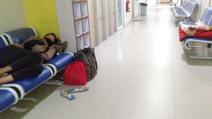Cerita Yuli Tidur Depan Ruangan UGD Rumah Sakit Saat Jaga Ayah, Sering Berpapasan Sama Pasien Corona