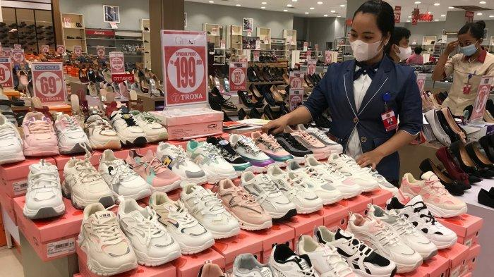 Sepatu Running Putih Jadi Favorit Kaum Hawa Untuk Dipakai Olah Raga