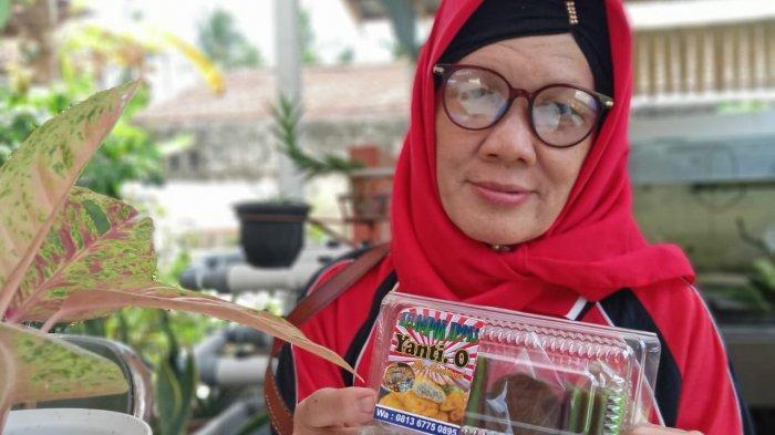 23 Tahun Jualan Kue Tradisional, Saat Corona Penjualan Online Yanti'0 Tetap Eksis