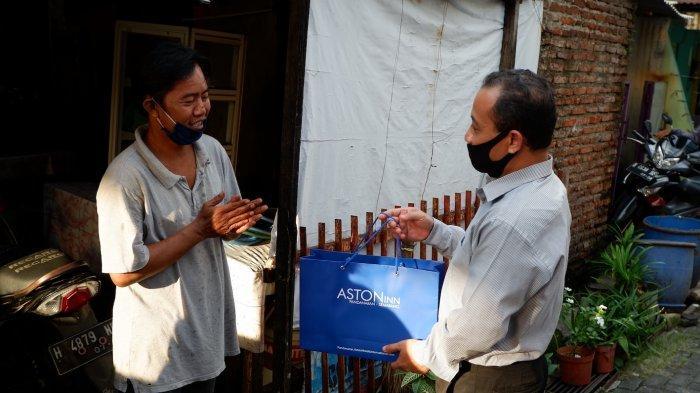 Berbagi Bersama Warga Sekitar Hotel Aston Inn Pandanaran Semarang