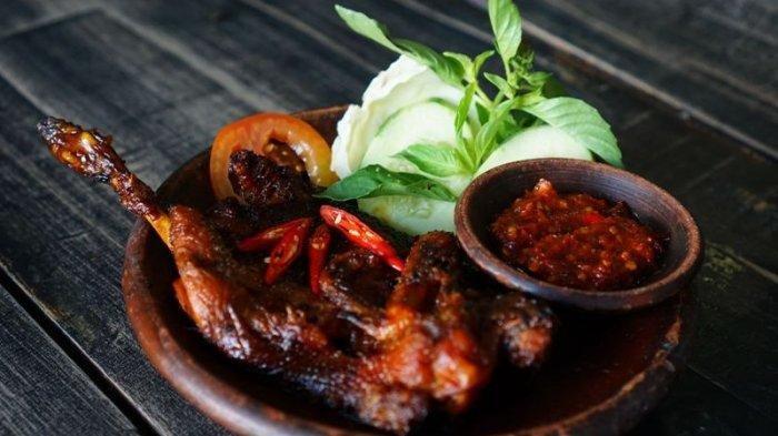 Ayam Panggang Lombok Cengis, Bumbu Rempah Ayamnya Merasuk hingga ke Tulang