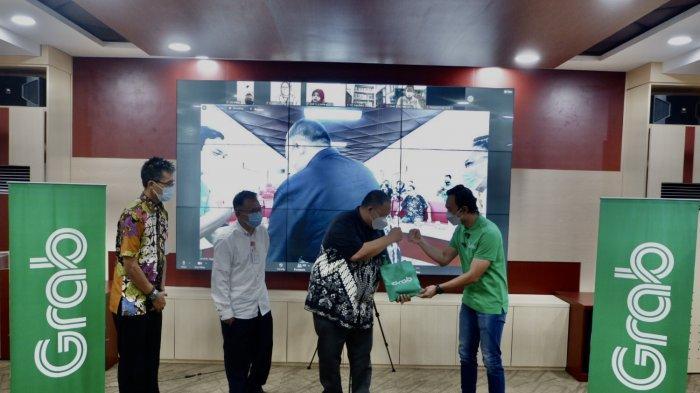 Mudahnya Pinjam Buku dari Perpustakaan Umum Kota Semarang Lewat GrabExpress