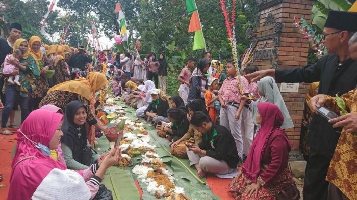 Santap Nasi Berkat, Berkahkan Nyadran Kali di Desa Kandri