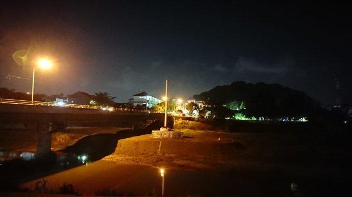 Malam 1 Sura: Kungkum Jadi Ritual Rutin di Tugu Soeharto
