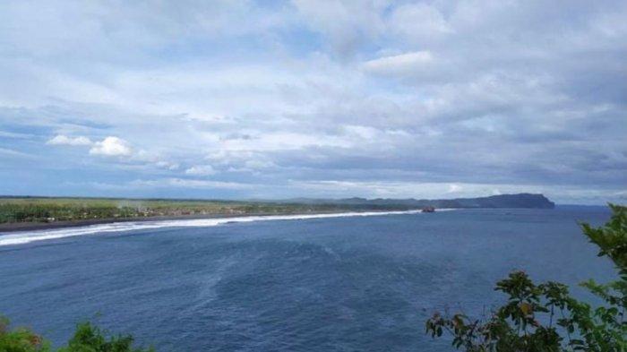 Pantai Lampon Banyuwangi Tawarkan Pemandangan Samudra Hindia Hingga Gua Jepang