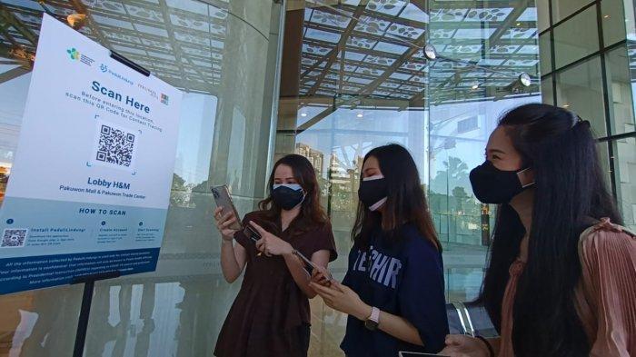 Pengunjung Mall di Surabaya wajib menunjukan bukti vaksin melalui aplikasi PeduliLindungi