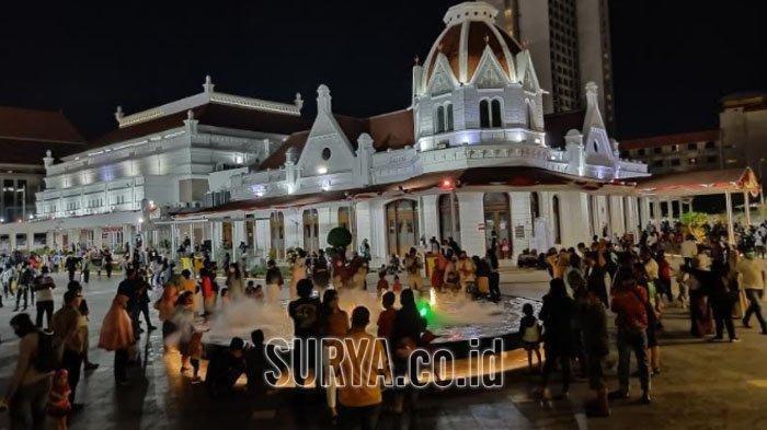 Alun-Alun Kota Surabaya Ruang Pertunjukan Seni Budaya, Dihiasi Air Mancur Berkabut