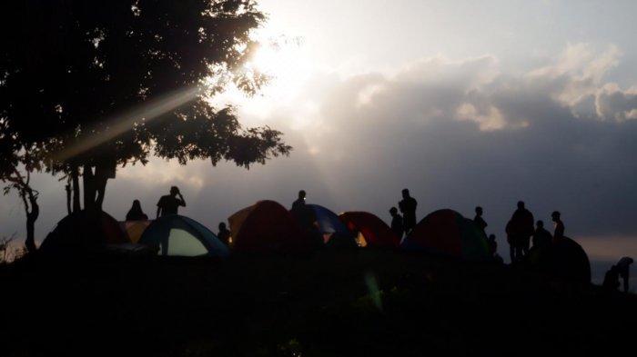 Lokasi Bukit Sewu Sambang Banyuwangi, Wisata Camping Pemandangan Gunung Raung dan Selat Bali