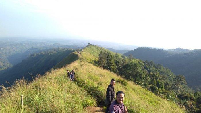 Sensasi Ketinggian Puncak Watu Jengger Mojokerto yang Cocok untuk Pendaki Pemula