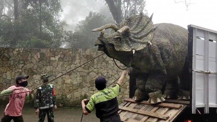 Viral Video Penurunan Dinosaurus dari Truk di Magetan, Netizen : Ini Asli atau Palsu?