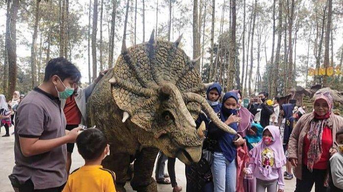 Tiket dan Wahana Mojosemi Forest Park, Tempat Wisata Dinosaurus Viral di Magetan