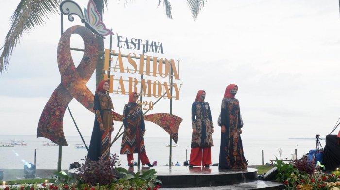 East Java Fashion Harmony 2020, Usung Peragaan Busana Batik di Tepi Pantai Solong Banyuwangi