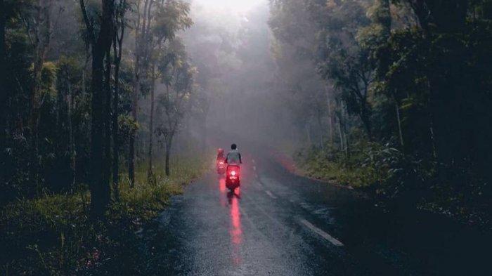 7 Tips Travelling Seru Meski Musim Hujan, Liburan Nyaman dan Sehat di Saat Pandemi
