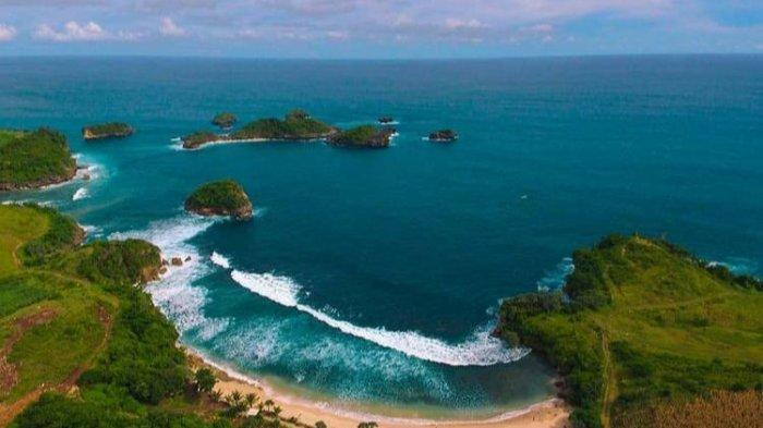 Tempat Wisata Pantai Peh Pulo, Keindahan Pulau-Pulau Kecil Disebut Raja Ampat Mini di Blitar