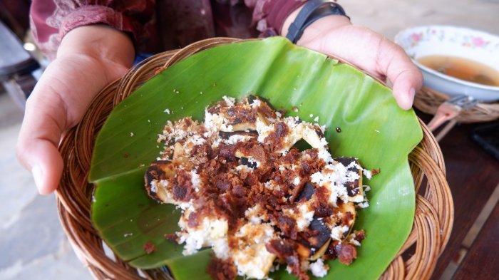 Menyantap Pecel Gedhang, Jajanan Manis dari Banyuwangi di Warung Watu Semar