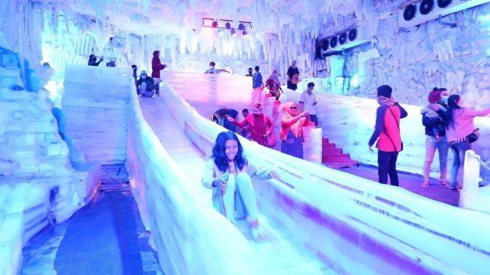 Libur Panjang, Istana Es Atlantis Land Jadi Favorit Pengunjung