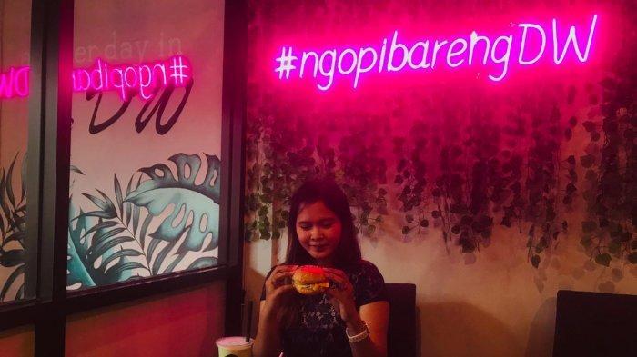 Cafe DW Tempat Nongkrong di Kenjeran Surabaya, Sajikan Burger Home Made Hingga Kopi Kekinian