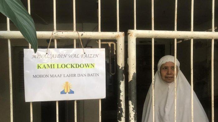 Lebaran di Rumah dan Tak Terima Tamu, Warga Pasang Tulisan di Pagar : Mohon Maaf Kami Lockdown