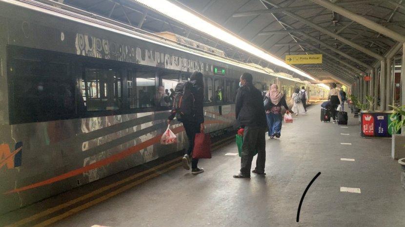 Sepekan Masa PPKM Darurat, Suasana Stasiun Gubeng Surabaya Lengang