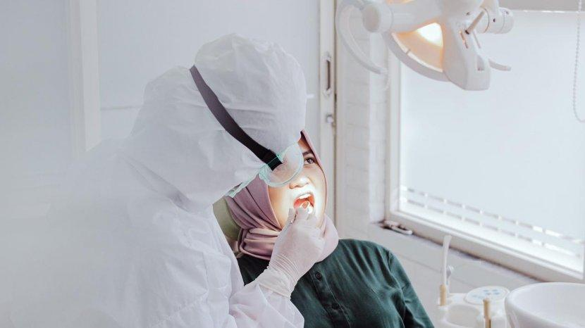 Cara Mencegah Bau Mulut dan Menjaga Kesehatan Gigi Saat Berpuasa Ramadhan dari Dokter Gigi