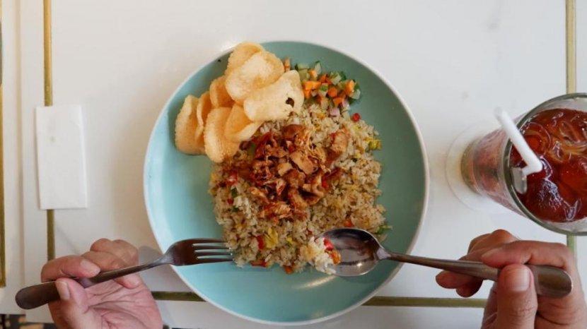 Mencicipi Sego Bawang dan Rawon Buntut Ala Kampi Hotel Surabaya, Nikmatnya Menggugah Selera