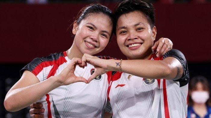 Greysia Polii (kiri) dan Apriyani Rahayu (kanan) atlet bulu tangkis yang berhasil raih emas dalam Olimpiade Tokyo 2020 dalam nomor ganda puteri.