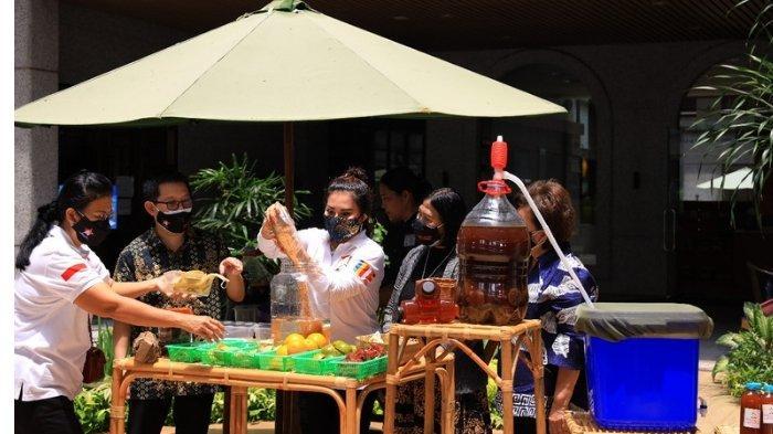 Wanita Permabudhi Edukasi Masyarakat Soal Pengolahan Limbah Dapur Lewat Workshop Virtual Eco Enzym