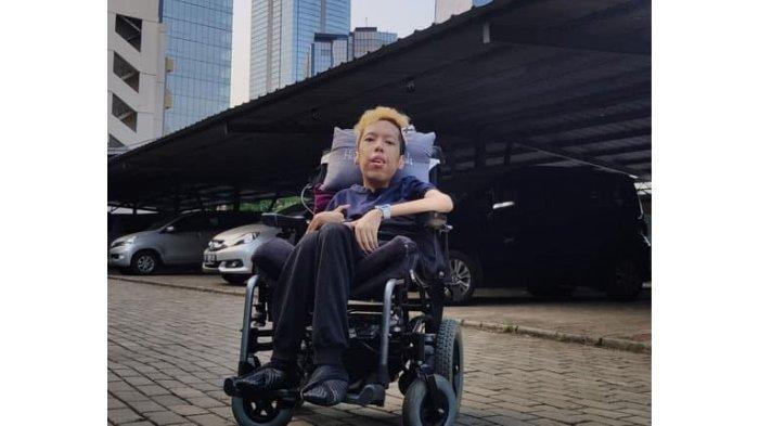 Mengenal Sosok Habibie Afsyah Penderita Muscular Dystrophy, Andalkan Ingatan dan Kini Jadi Konsultan
