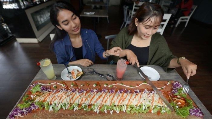 Buka Puasa Bersama dengan Kebab Limousine Sepanjang Satu Meter di Regantris Hotel Surabaya