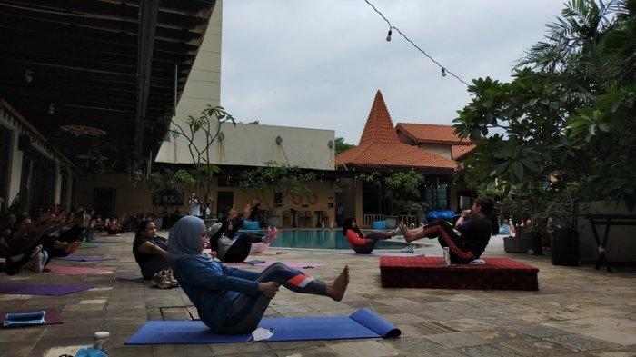 Manajemen Stres saat Pandemi Lewat Gerakan Relaksasi Hatha Yoga, Kuncinya Deep Inhale