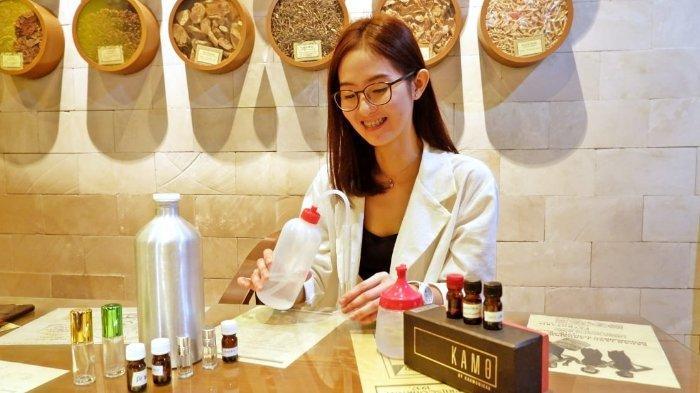 Simak Tips Meracik Parfum Sesuai Kepribadian ala Selebgram Kaamonicaa