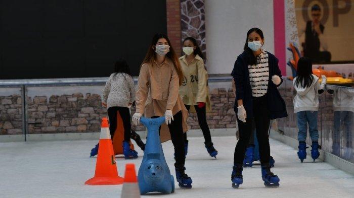 Main Ice Skating Jadi Alternatif Liburan Menarik di Tengah Kota Buat yang Tak Bisa Mudik