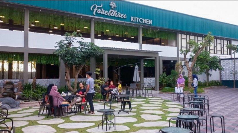 Gabungkan Botanical & Industrial, Foresthree Kitchen x TB Kopi Kediri Jadi Tempat Nongkrong Favorit