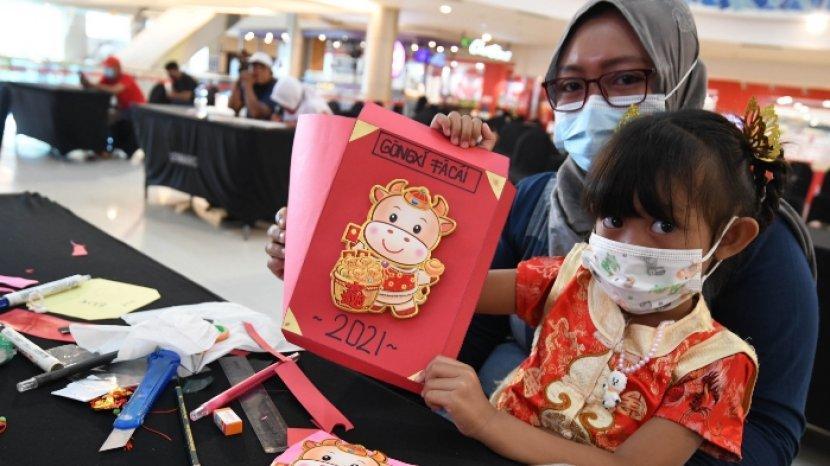 Menghias Angpau Imlek untuk Kenalkan Anak dengan Keragaman Budaya di Indonesia