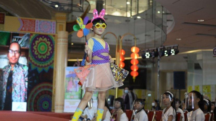 Parade Show Svarga 13 Desainer Jatim-Jateng Tampilkan Busana Berkonsep Unik, Ada Busana Harajuku