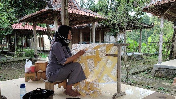 Belajar Batik Khas Yogyakarta di Kampung Batik Giriloyo