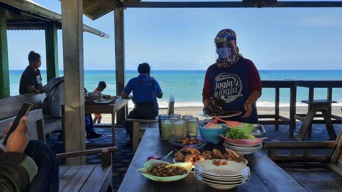 Sentra Kuliner Seafood Pantai Depok Buka Kembali dengan Protokol Kesehatan Ketat
