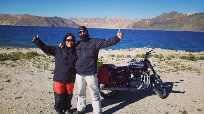 Kisah Perjalanan Suami Istri Asal Jogja Menyusuri Jalanan Tertinggi di Dunia Naik Sepeda Motor