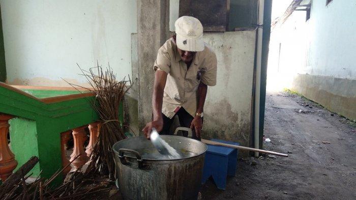 Warga Kauman Bantul Lestarikan Tradisi Takjil Bubur Sayur Lodeh dan Jam Matahari