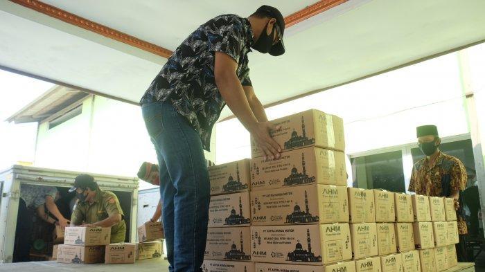 Astra Honda Motor Bagikan 1.100 Paket Sembako Ramadan untuk Masyarakat
