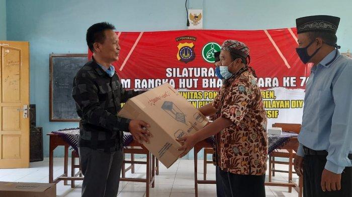 Dukung New Normal di Pondok Pesantren, Polda DIY Serahkan Bantuan ke Ponpes Ibnul Qoyyim Berbah