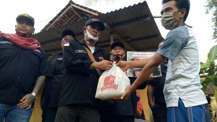 Pekerja Informal di Sindet Wukirsari Bantul Dapat Bantuan Sembako
