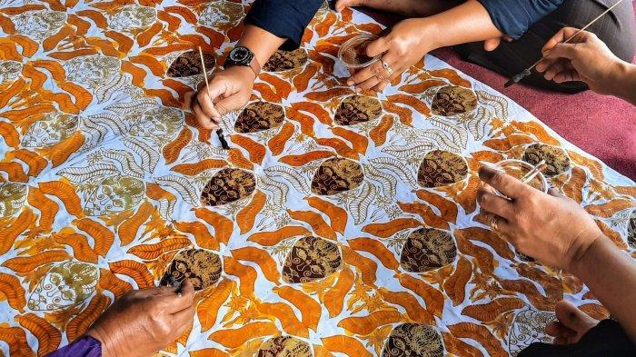 Menyelamatkan Batik Topeng Khas Putat Dari Dampak Pandemi Covid-19