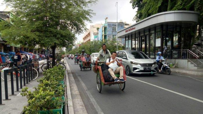 Digunakan untuk Antar Candu, Begini Sejarah Becak Pertama di Yogyakarta - becak-di-malioboro.jpg